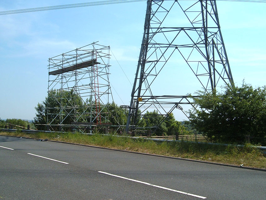 Power Line Crossing – Glasgow, UK - Replacement works secured with Platipus earth anchoring systems