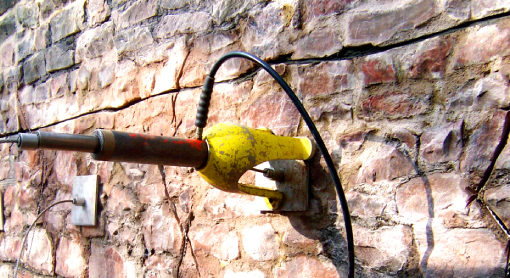 Platipus hydraulic stessing jack load locking an anchor used to stabilise a retaining wall